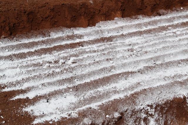 Em solos sob manejo convencional, a aplicação de calcário se dá pela gradagem - Crédito Luize Hess