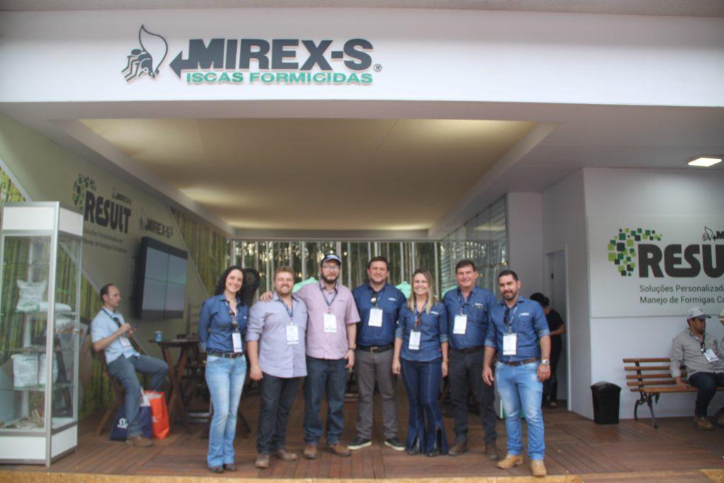 Equipe da Atta-Kill na Expoforest - Crédito Ana Maria Diniz